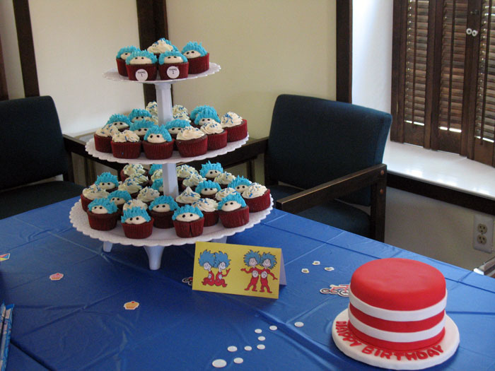 Cat in the Hat birthday cupcakes