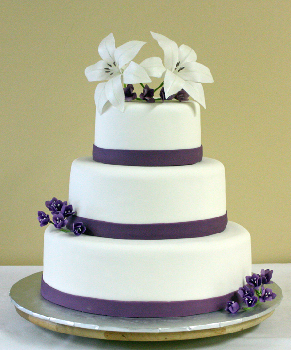 lilies and freesia wedding cake
