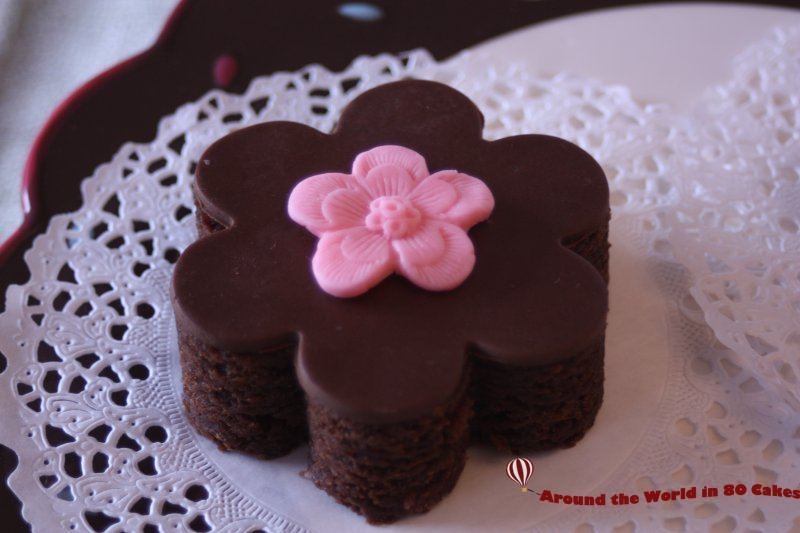 flower shaped decorated brownie