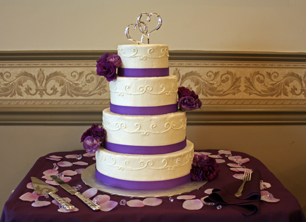 purple lisianthus wedding cake