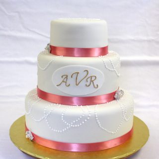 Vintage Wedding Cake with Pearls and Broaches