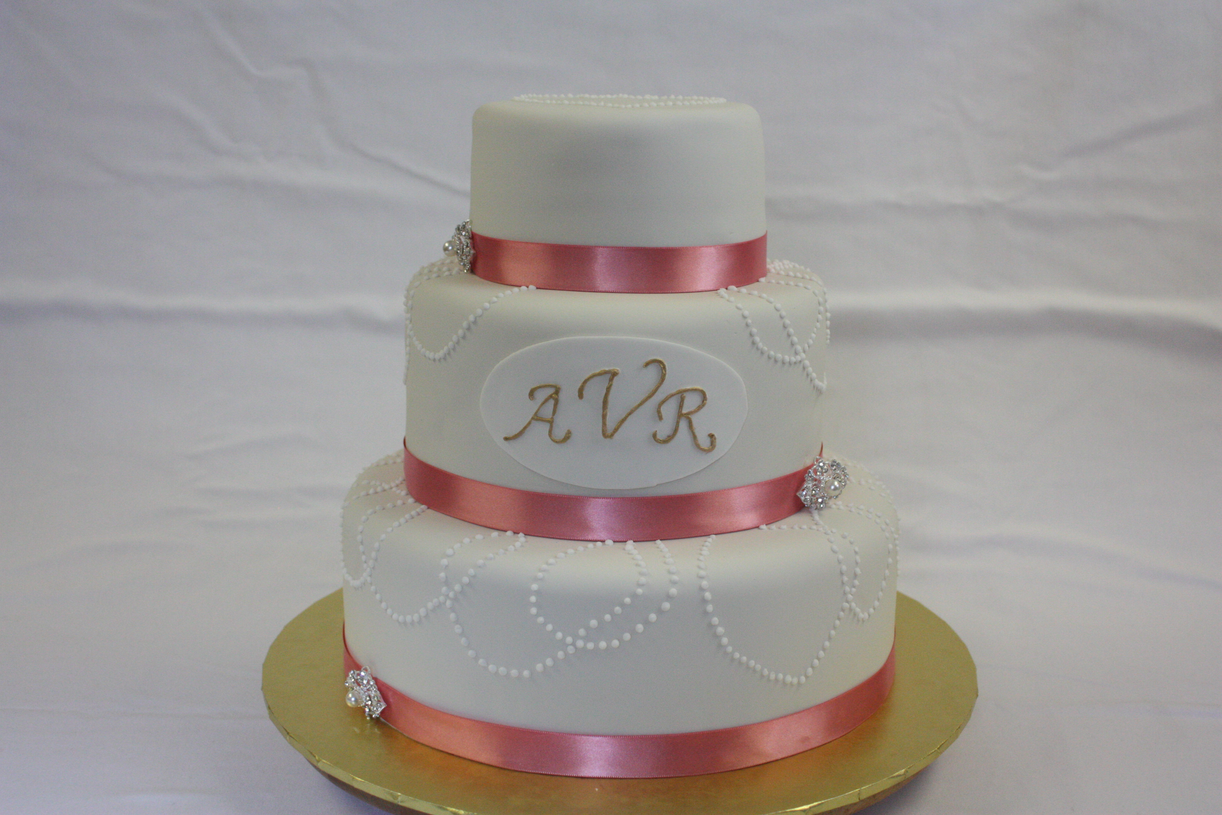 Vintage Wedding Cakes Are Increasingly Popular