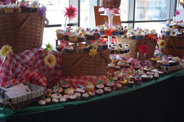 Cupcake-Bowl-Louis-Bakery_wo