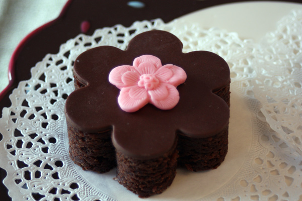 Brownie decorated with modeling chocolate