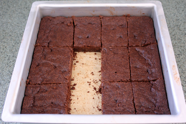 Vegan-Brownies-cut-em-up