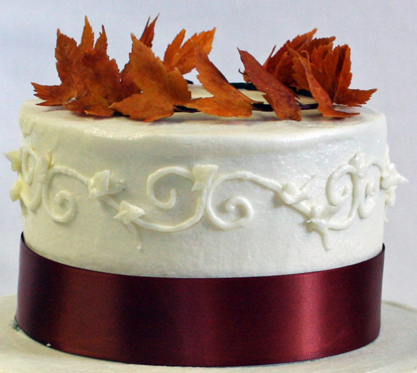 example of piping scrollwork | www.80cakes.com