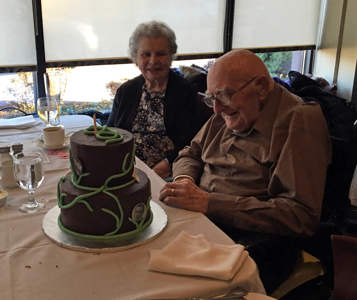 Grandpa-with-his-100-year-birthday-cake